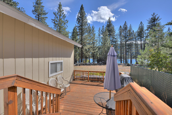 Donner Lake House - Back deck