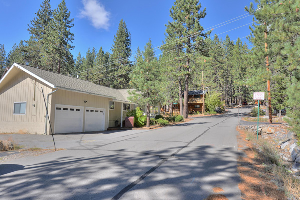 Donner Lake House - Garage